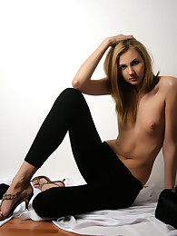 Get under one's Life Erotic Layla S