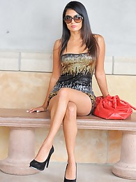 Shazia looks posh at the mall and flashes her ass