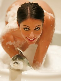 Suri plays in the bath tub