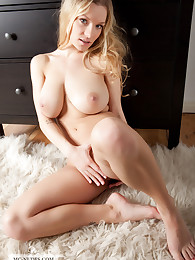 Daisy is a busty blonde model with a hot body. Join this nude and sexy young girl and enjoy the great views on her smoothly skinned curves.