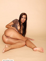 Satin moves sensually for you and get down on her knees to provide you great views on her stunning curves.