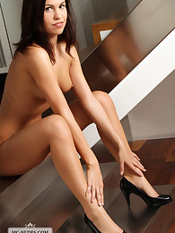 Jenny is a young babe who loves to be nude. See her posing, pushing breasts and exposing her fascinating body.