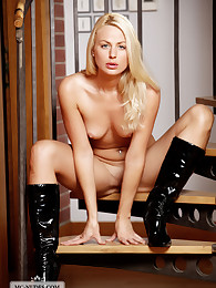 Carina gets nude in her boots