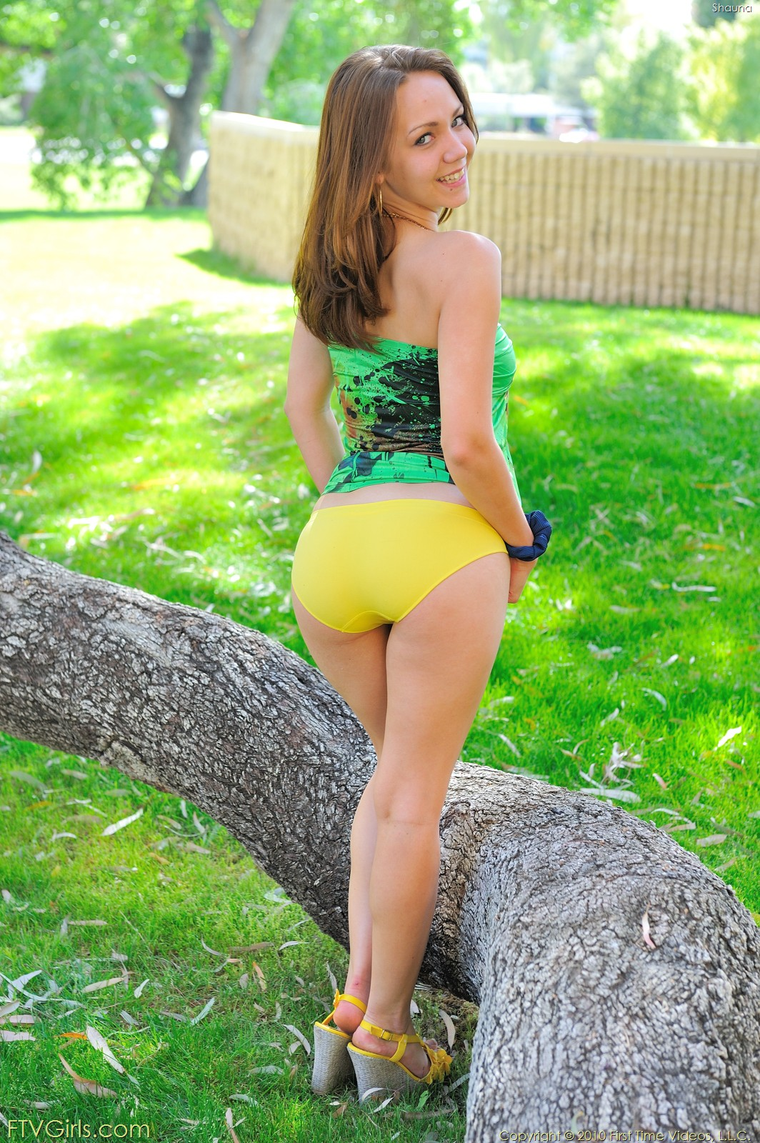 Фото девушек в зелёных трусиках 15 фотография